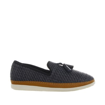 Slip-on in pelle intrecciata con nappine
