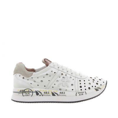 Sneaker in pelle con tomaia traforata