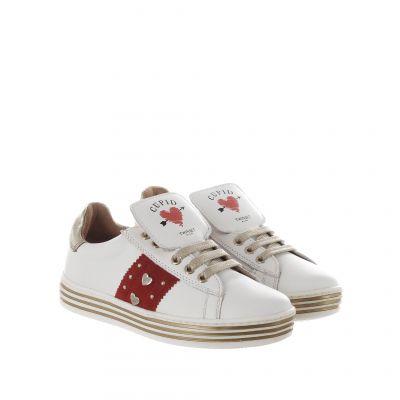 Sneaker in pelle con cuori e borchie